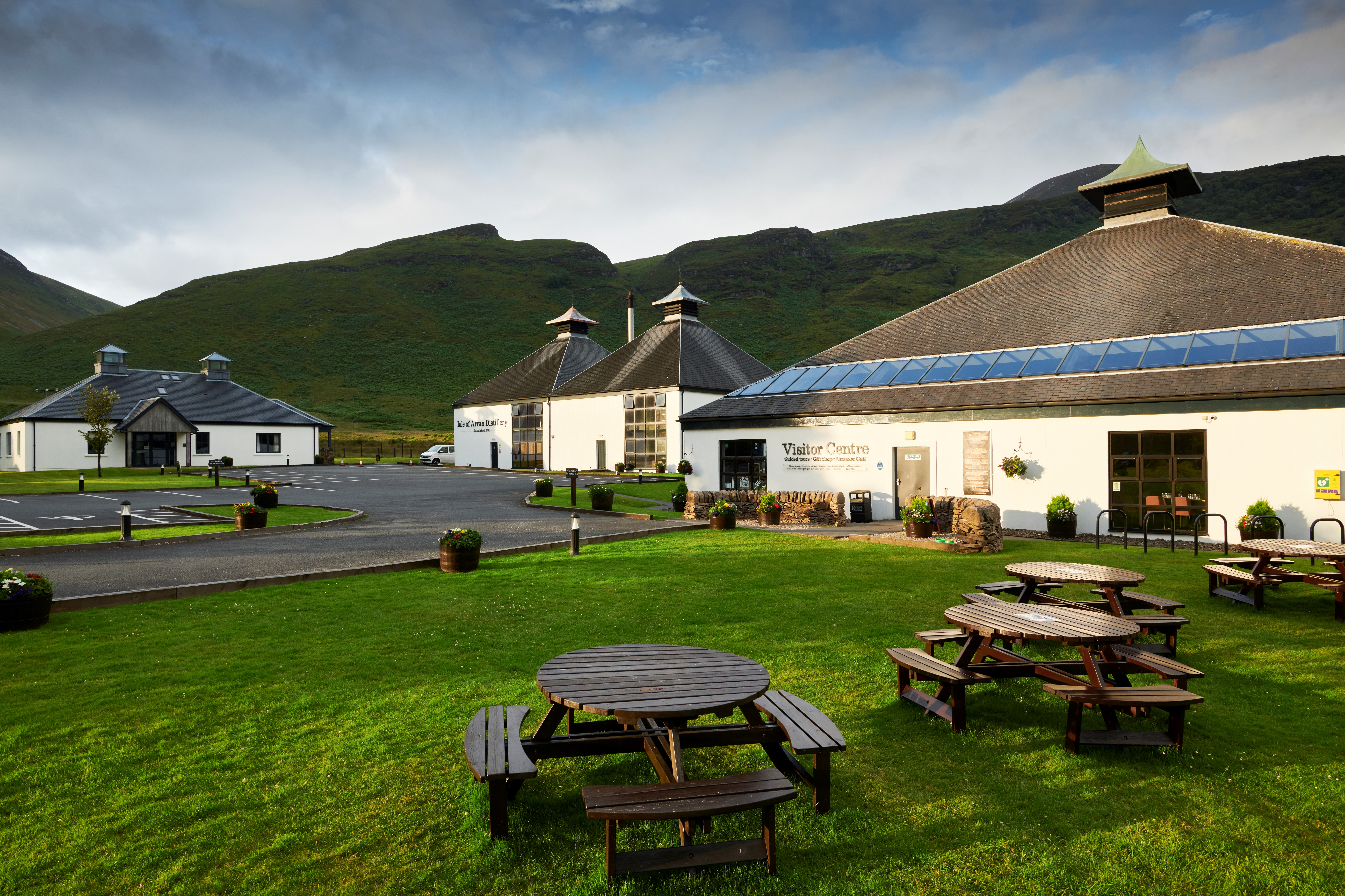Lochranza Distillery - Outside